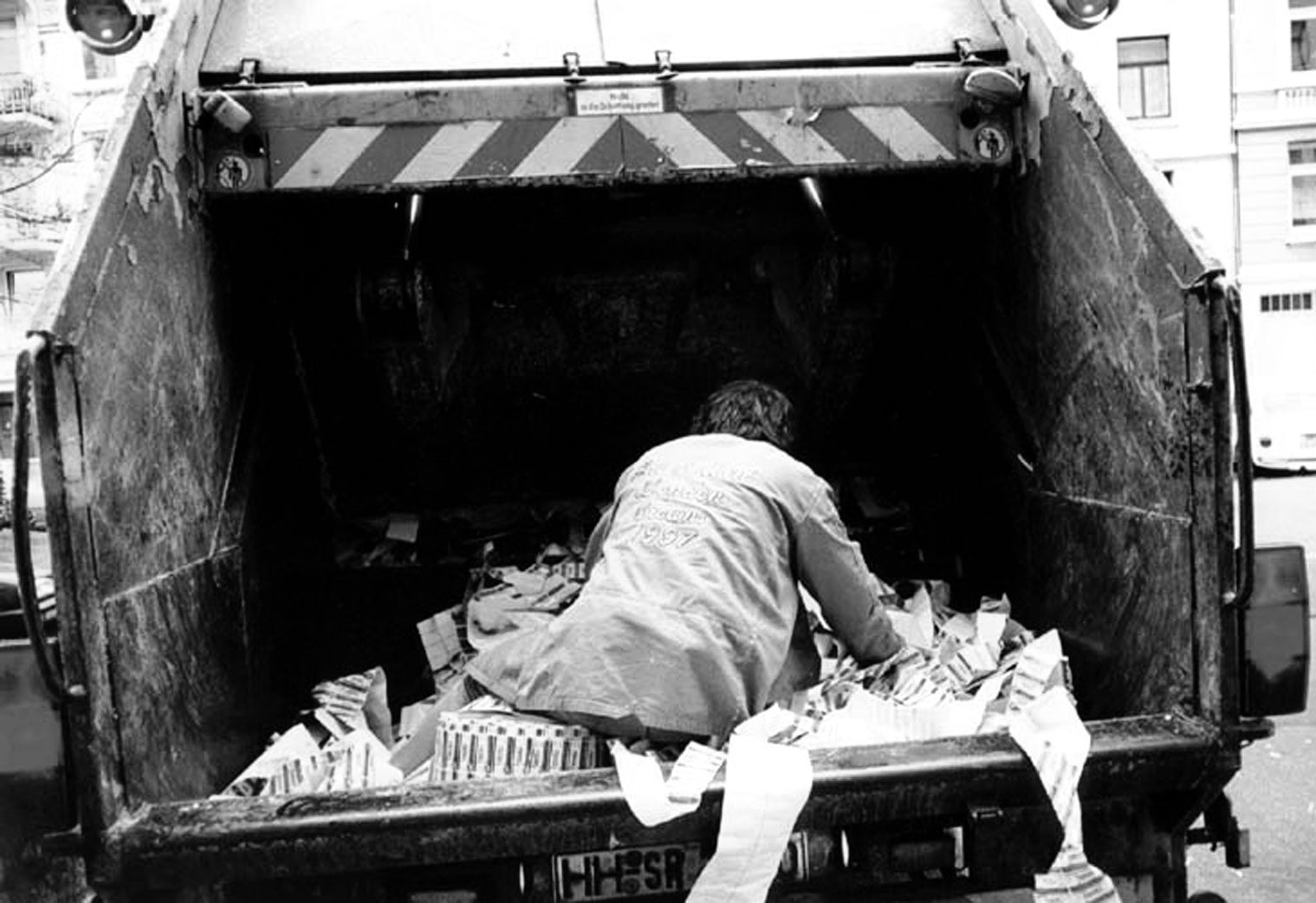 my daily dives in the dumpster by lars eighner Lars eighner became homeless in 1988 after leaving a job he had held for ten years as an attendant at a state hospital in austin, texas he lives in a small apartment in austin and continues to scavenge.